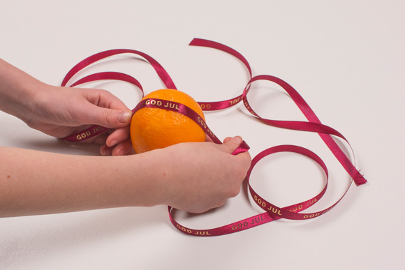 Appelsin med nelliker - julepynt der dufter dejligt
