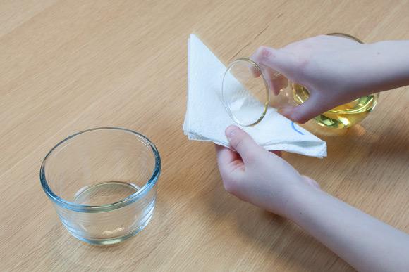 Perleskåle - Hæld olie på dit stykke køkkenrulle