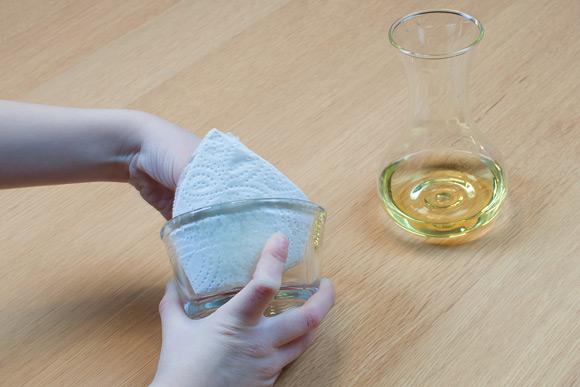 Perleskåle - Smør olien godt rundt i skålen, så perlerne kan sidde fast.